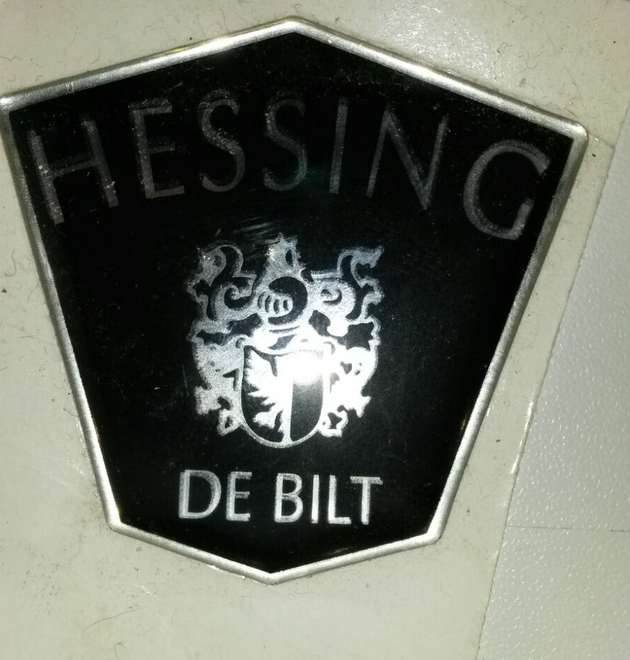 Hessing kofferbak emblem